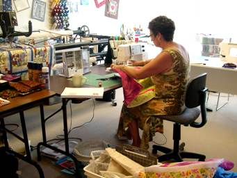 machine quilting at quilt retreat